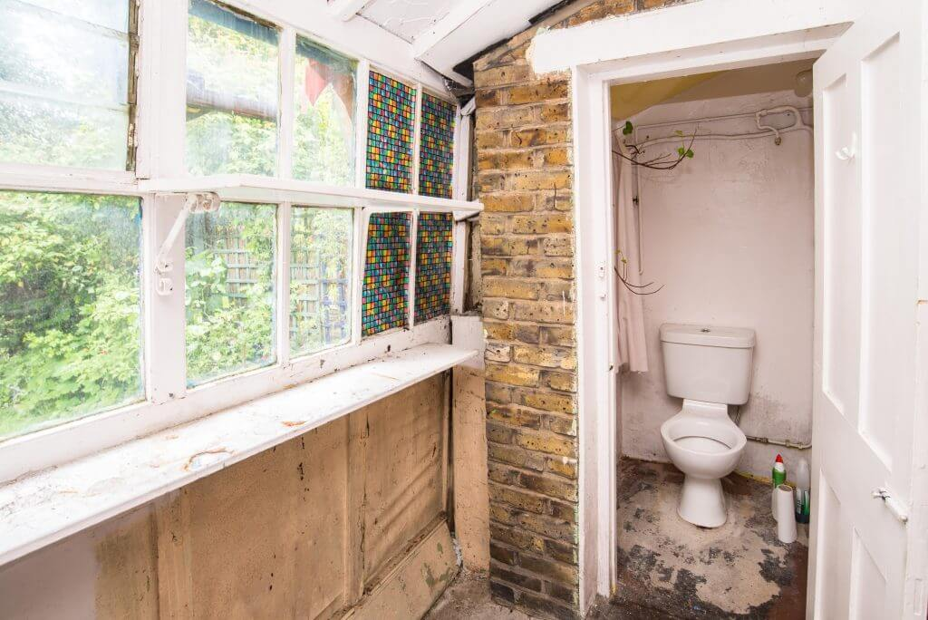 Lean-To/Outside WC